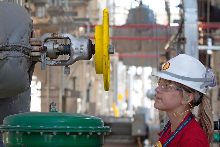 shell-employee-at-deer-park-refinery.jpg